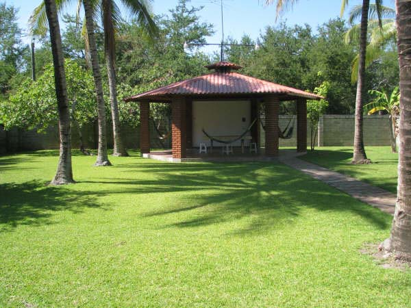 Rancho lila renta de casas villas apartamentos y for Fotos jardines pequenos para casas